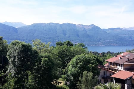 Romantic lake view house with a spacious garden - Castello - House