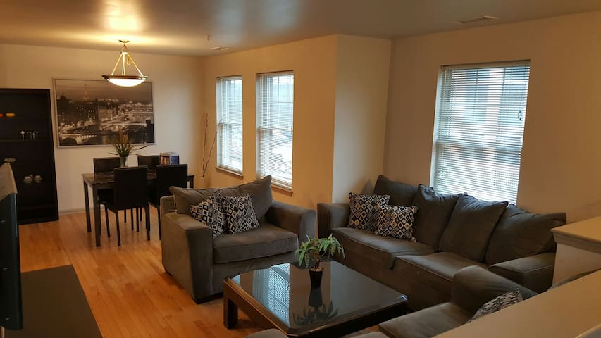 sunny & beautiful 10 min from manhatten - Jersey City - House