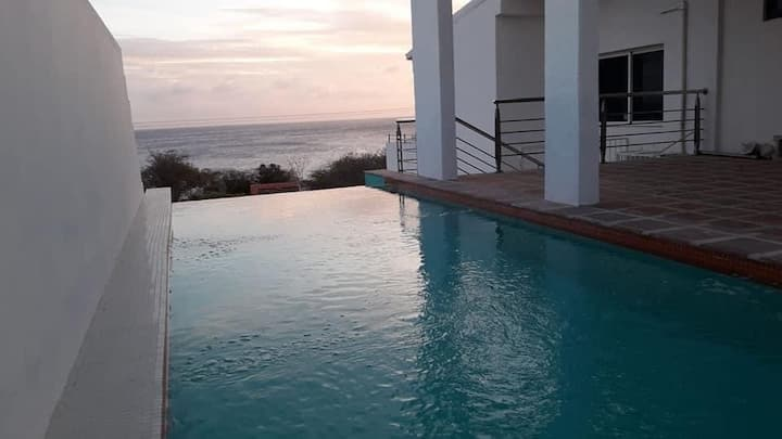 Villa Baranca: Beautiful Ocean View/Private Pool
