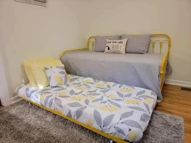 """2- Twin Daybeds with Twin Trundles  32"""" Inch smart TV"""