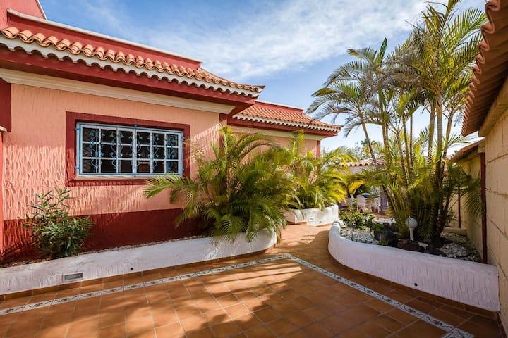 Villa Palmera 300 meters from Beach/Playa