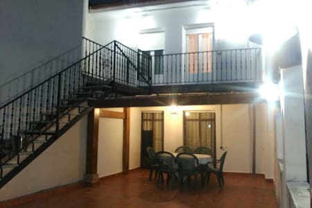 APARTAMENTO FAMILIAR EN EZCARAY con patio 2PISO