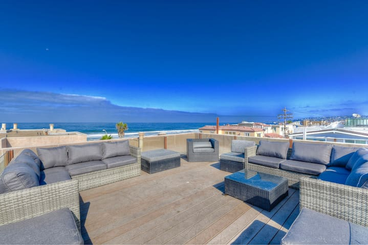 Oceanview 2BR+Loft w/Rooftop Deck Sleeps 12