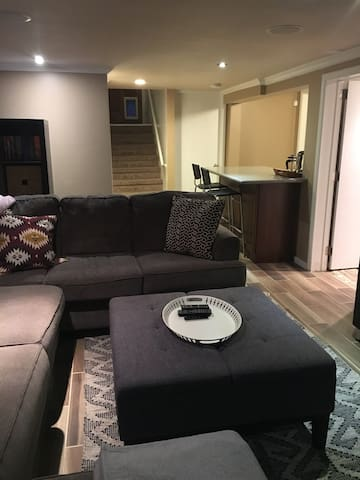 Cozy Sugarhouse Basement w/ Partial Kitchen