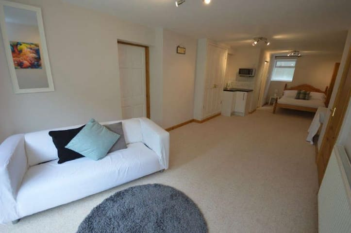 Luxury private apartment . Over looking woodland - Holmfirth - Appartement