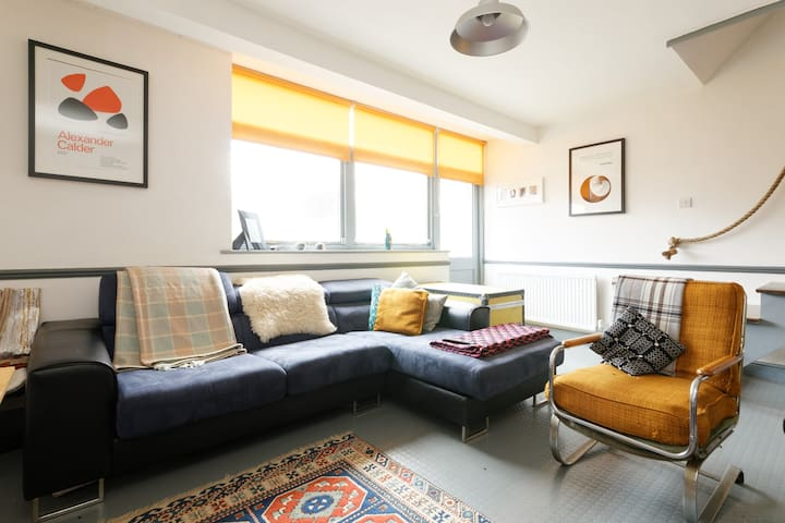 Bright and Beautiful room in London