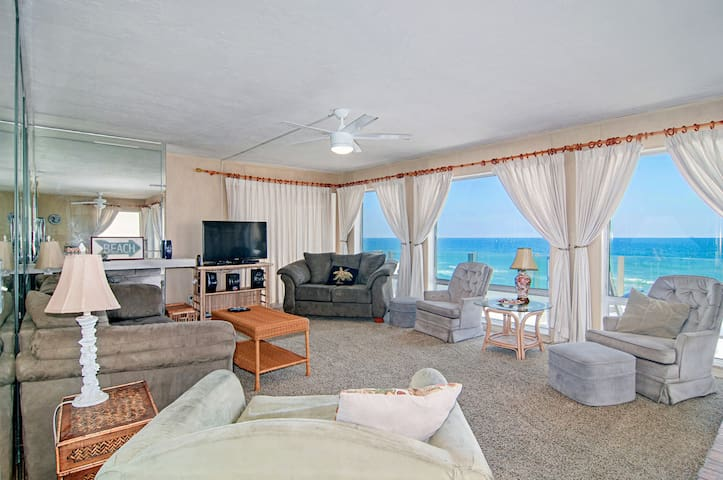 Gaze out at amazing views of the Pacific from your living room.