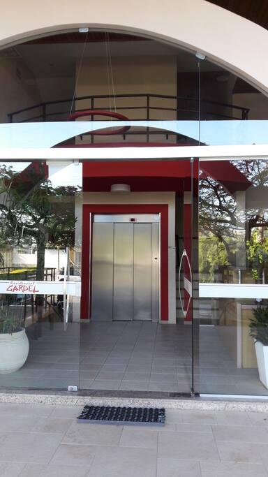 Hall de entrada do edifício.