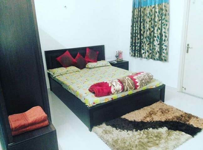 Harmony: 1bhk lake-end suite - Udaipur - Appartement