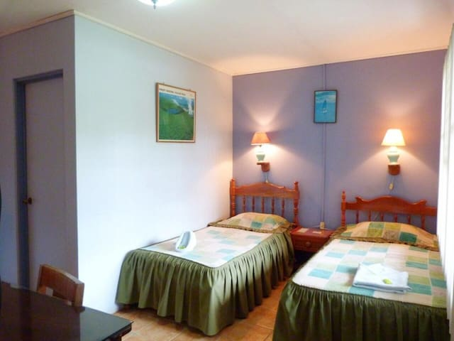 Triple room with 3 beds on the ground floor without A/C. Hotel Naralit