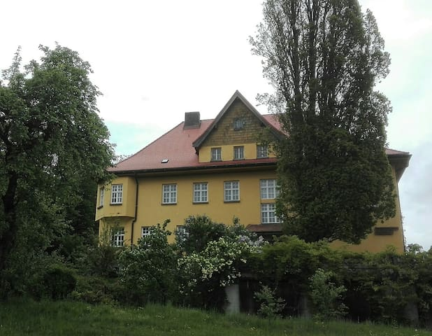 The old school house near Hengersberg / Deggendorf