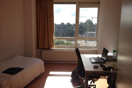 Nice room available next to the Bus Station - Wageningen