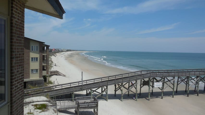 Beachfront Condominium at Pawley's Island - Pawleys Island