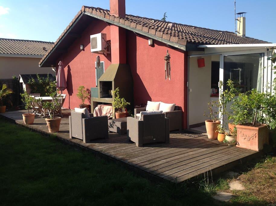 maison au calme avec jardin maisons louer villenave. Black Bedroom Furniture Sets. Home Design Ideas