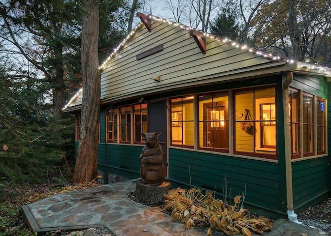 Enchanting Creekside Lodge, 1 Mile to Resort