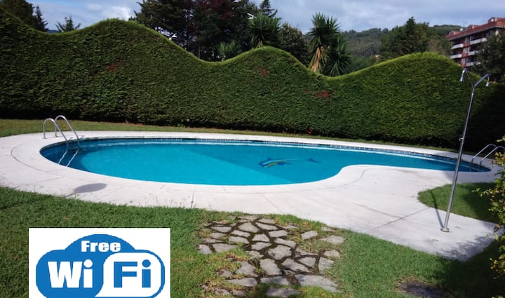 Flat by the beach with swimming pool.Free Wi-Fi
