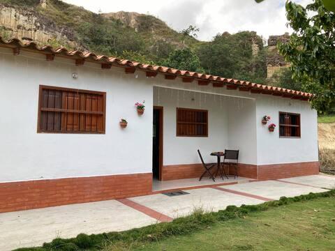 Habitación Jilguero Rojo (Baño Privado y TV)
