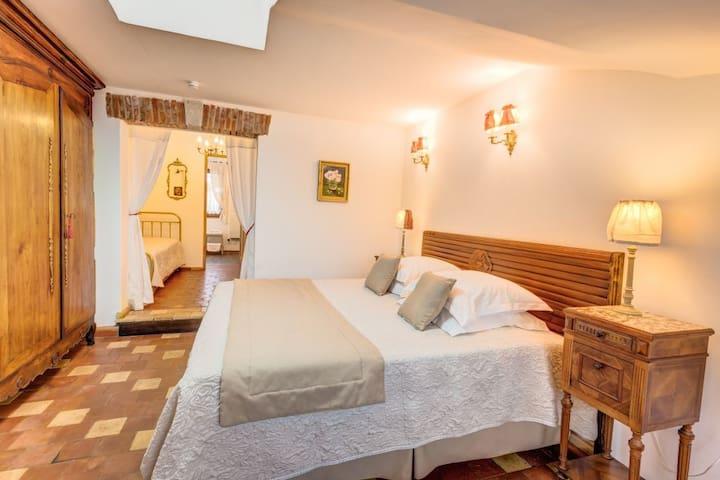Chambre la vallée surelle. Tomette - Lalandelle - Bed & Breakfast