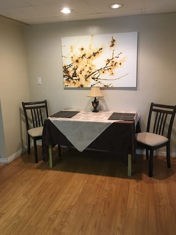 Central North Surrey Privet Suite- feel like Home