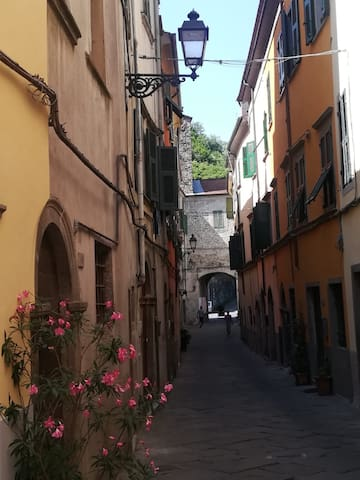 ALLE PORTE DEL CASTELLO