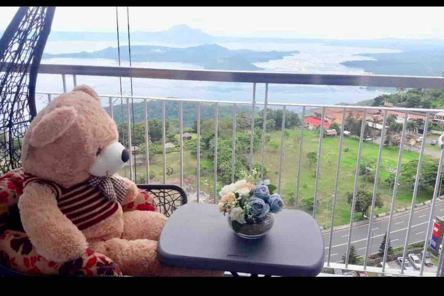 Time to relax, retreat, family bonding, celebrate birthday / anniversaries with magical VIEW OF TAAL '