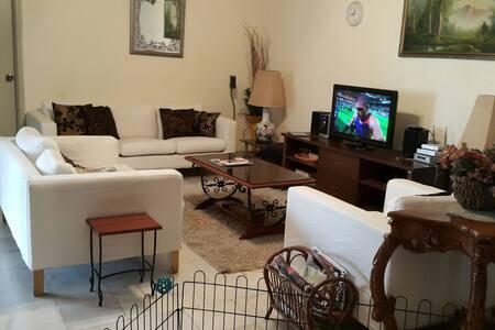 Comfort, affordable, cozy room - Kuala Lumpur - Ház