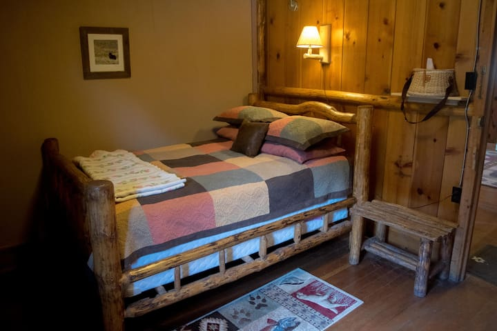 Room #10 in the Historic Range Rider Lodge - Park County - Hytte (i sveitsisk stil)