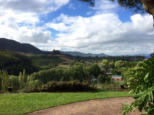 Country Life & Breakfast - Ngaruawahia