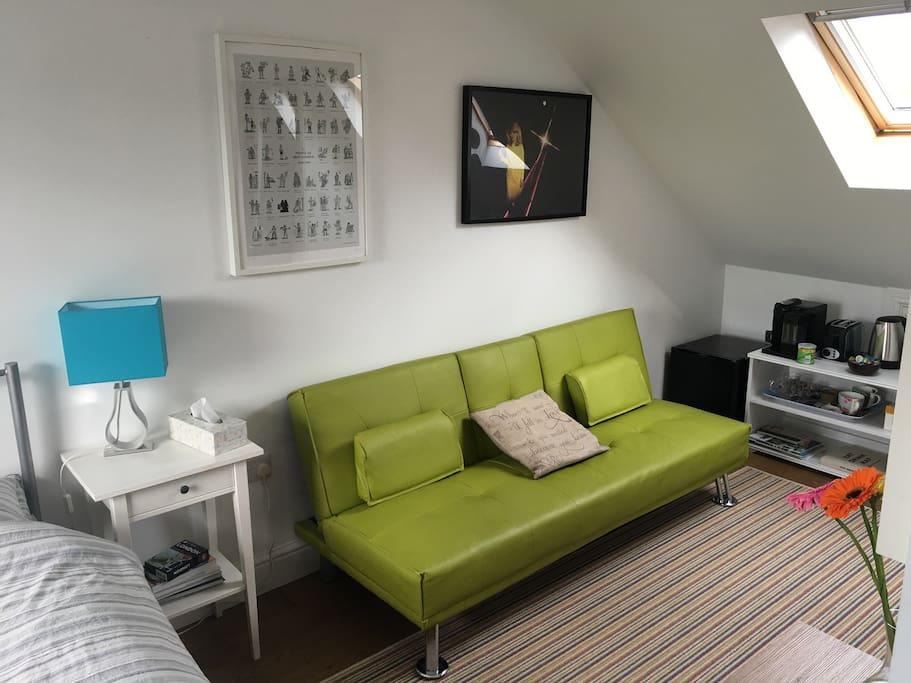 sofa turns into small sofa bed