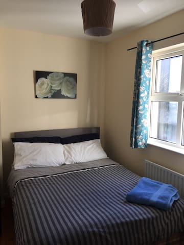 Welcoming double bed in Carlow town - Carlow  - ทาวน์เฮาส์