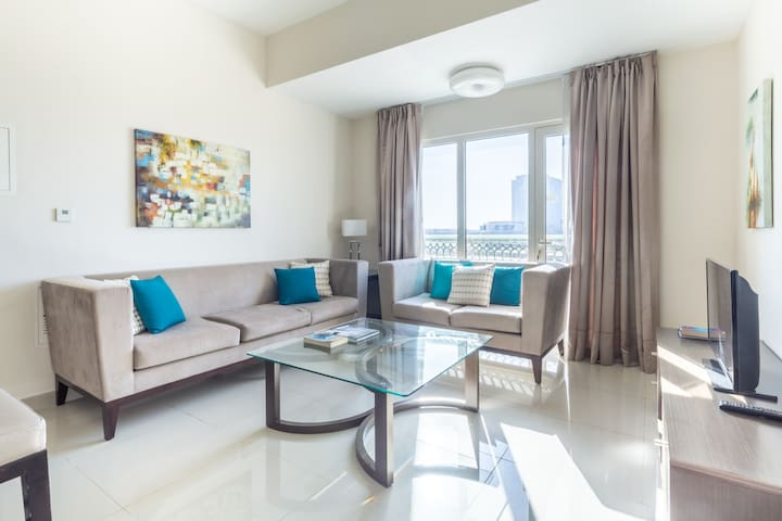 Bright & Cozy 2BR near Jebel Ali and Expo 2020 Site