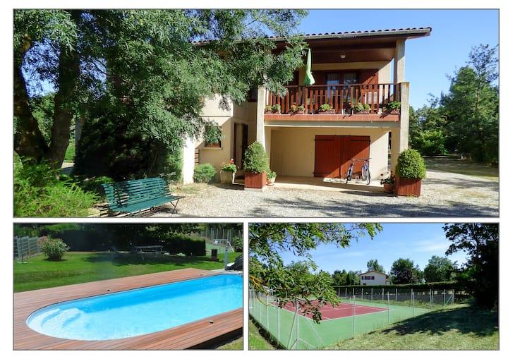 Gîte de France tennis et piscine privés.
