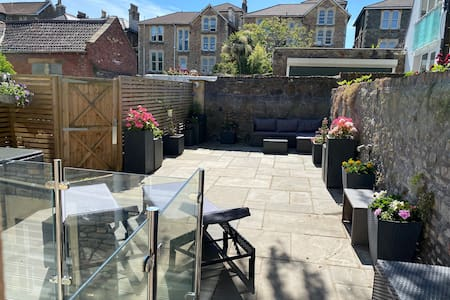 Luxury Garden Apartment in Clifton with Parking