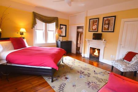 Hearth & Home Room - Waypoint House B+B