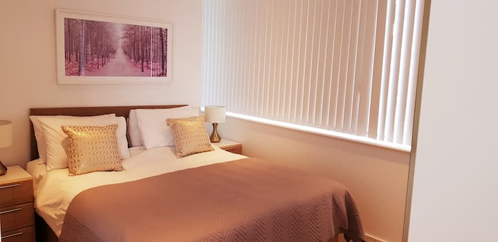 Luxury Serviced Apartment, 15 mins from Heathrow