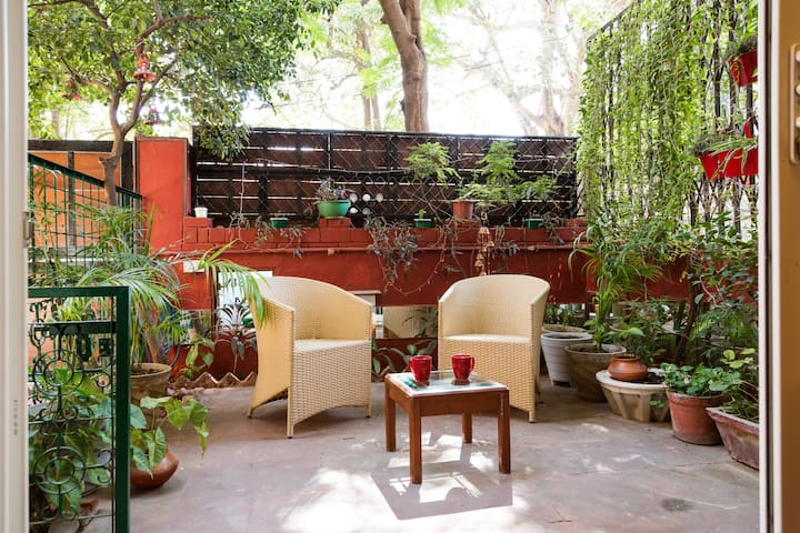 Quiet Comfort amidst Green Surroundings - New Delhi - House