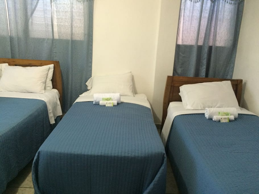 Ideal room for guests traveling in a group | Chambre idéale pour invités voyageant en groupe