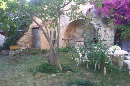 Appartement T3/4 avec jardin, maison de village. - Ceyreste