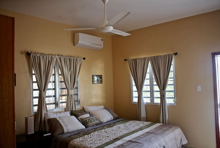 PRIVATE & COMFY ONE BEDROOM SUITE in PHILIPSBURG