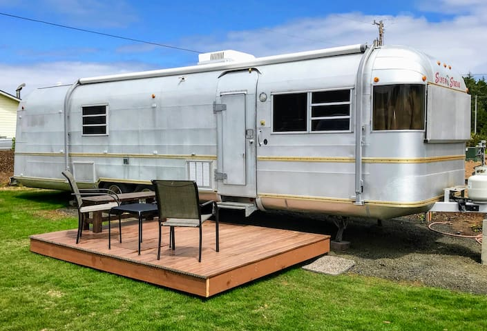 Perpetua - our comfy vintage trailer on the Coast!