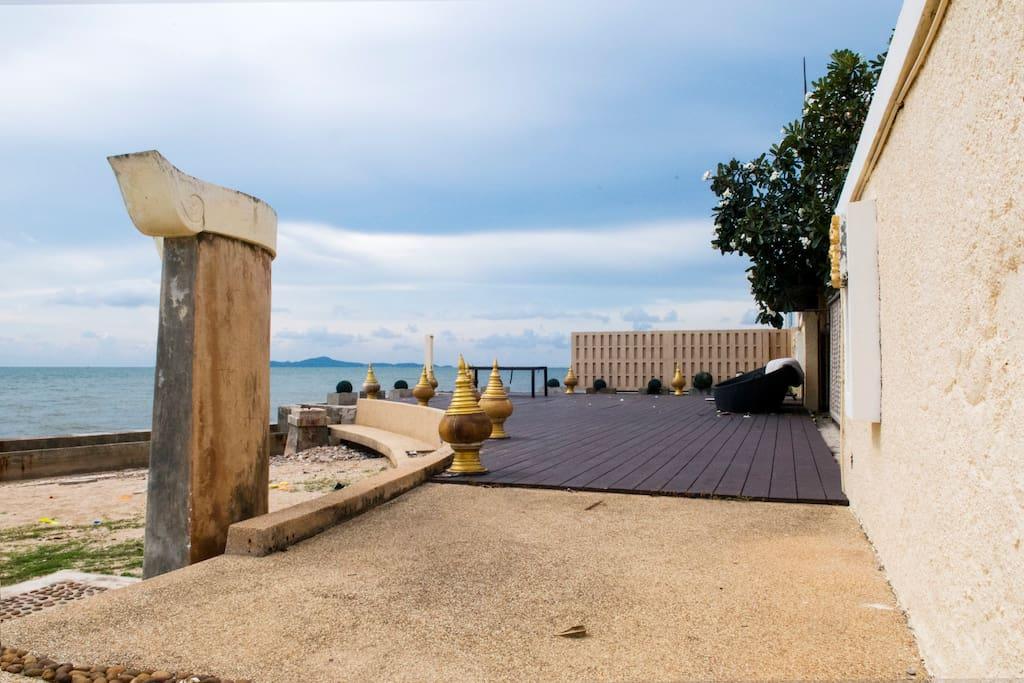 别墅附近的海滩,并不是别墅本身的建筑