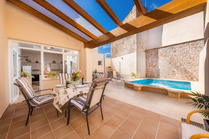Holiday Home Casa Pueblo Ribot with Wi-Fi, Terraces & Pool; Parking Available
