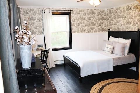 1800's Farmhouse - Country Getaway