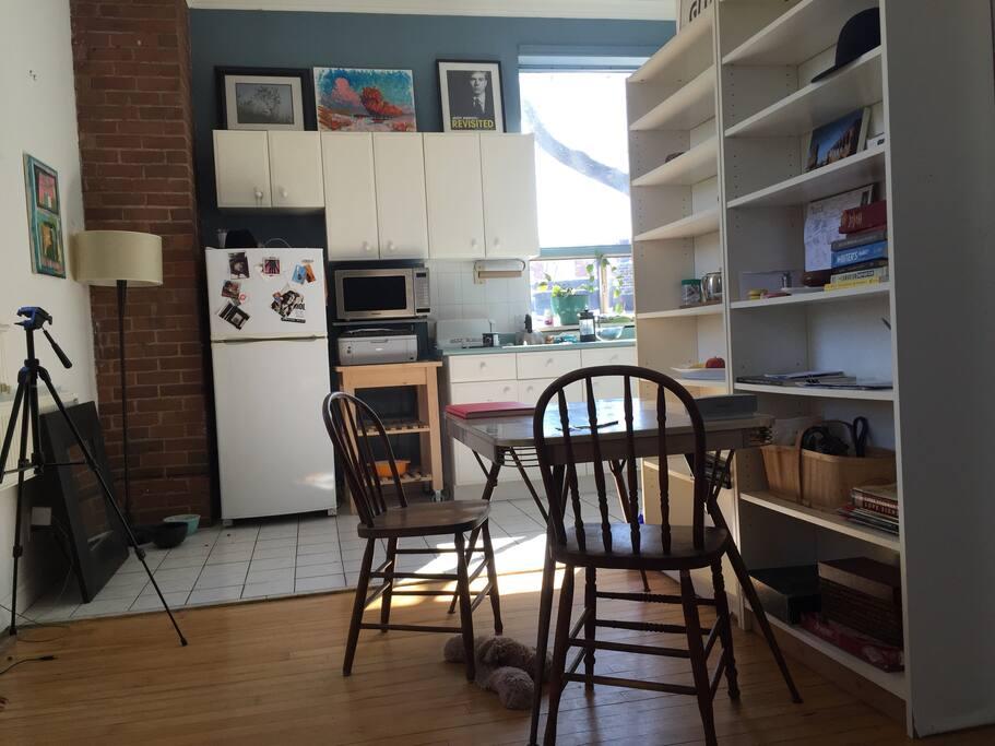 z kitchen and kitchenette.