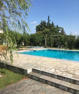 Βίλλα 3 επιπέδων με πισίνα & κήπο - House