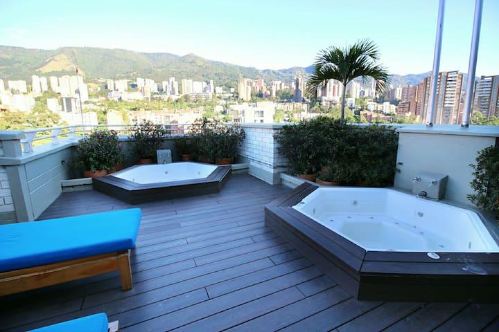Luxury Poblado Jacuzzi Apt in Hotel - Medellín - Lägenhet