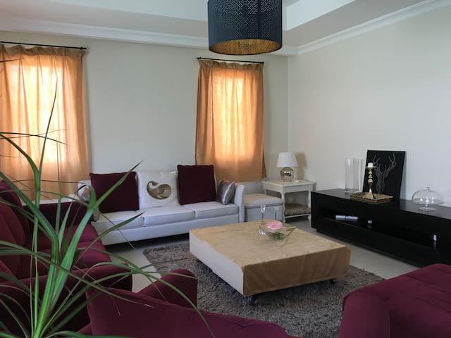 阿拉伯山庄独栋别墅二层四间客房