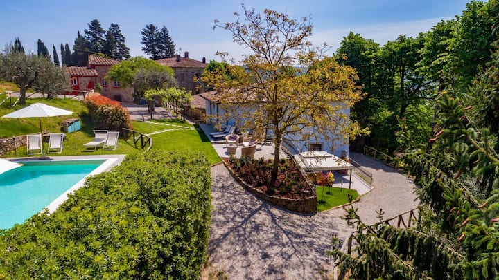 Villa con piscina e giardino privati in campagna