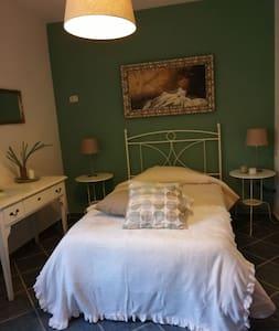 Casa Bonomo stanza singola letto piazza e mezza