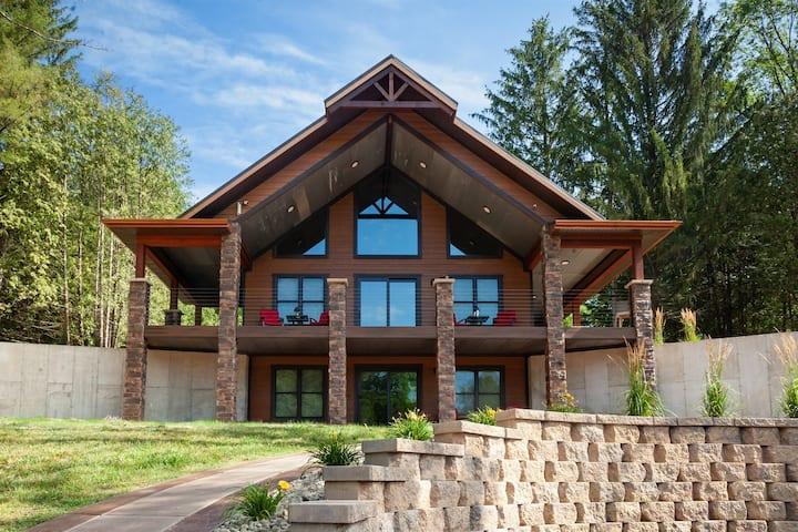 The Sylvan Cabin w/ Pvt. lake - @millcreekcabinswi